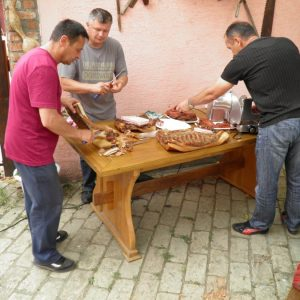 Priprema domaćih suhomesnatih proizvoda za goste