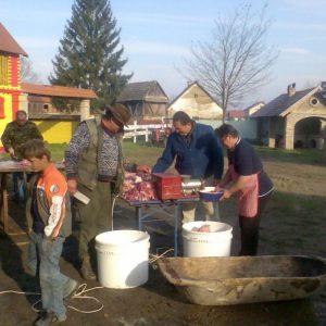 Turističko obiteljsko gospodarstvo Kereković - Tradicionalna slavonska svinjokolja na imanju Kereković