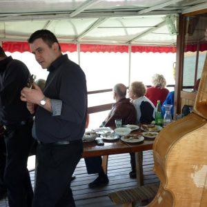 Tamburaši na lađi